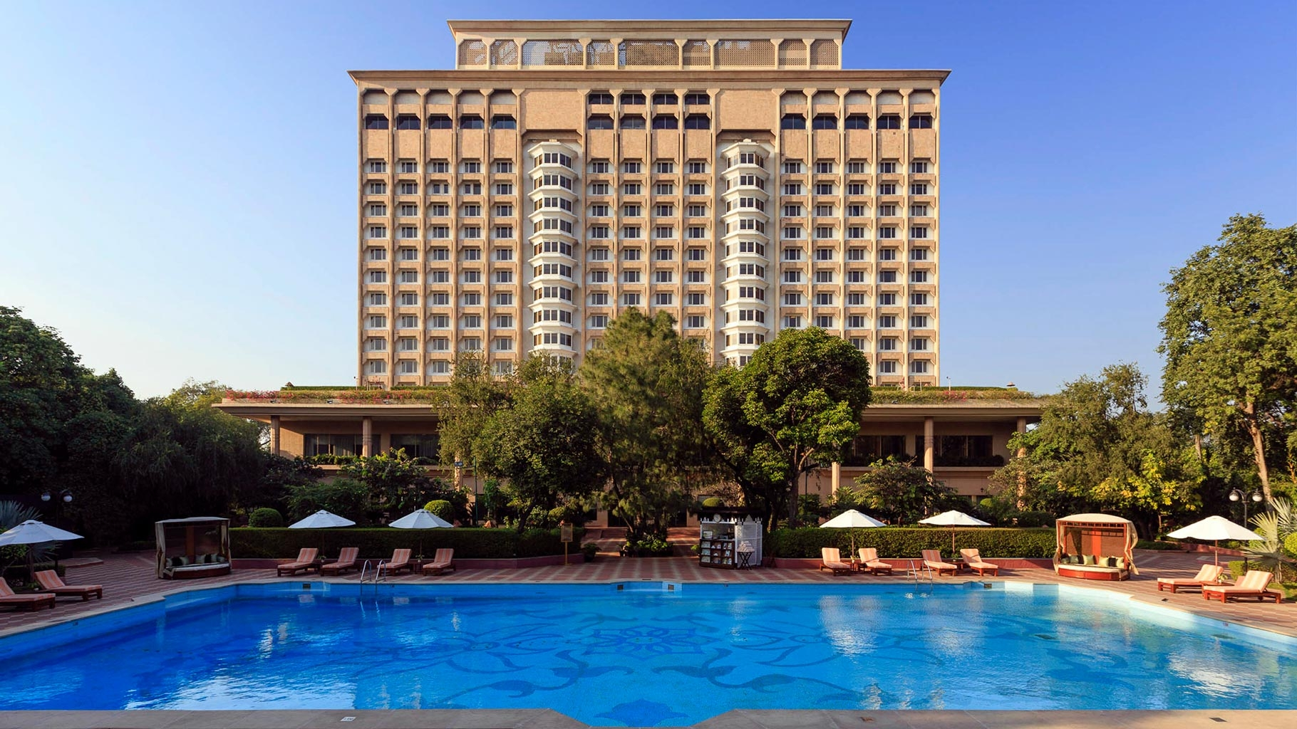 economic factors affecting taj hotels The analysis of factors affecting choice found that students consider more carefully economic factors in measuring hotel college factors' attributes on.