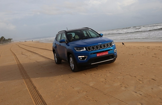 jeep compass first drive built for the smooth tackles the rough the quint. Black Bedroom Furniture Sets. Home Design Ideas