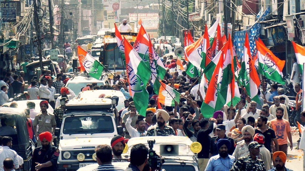 Punjab Chief Minister Captain Amarinder Singh during a roadshow  for PPCC President and Gurdaspur bypoll candidate Sunil Jakhar in Gurdaspur on Monday, 9 October.
