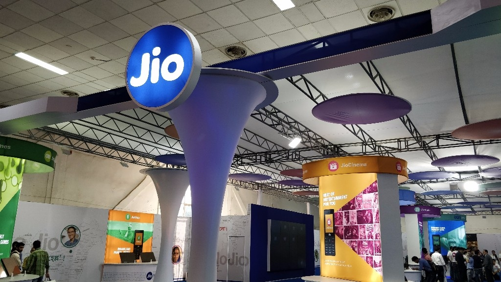 Jio Charges For Making Voice Calls, Airtel & Vodafone Respond