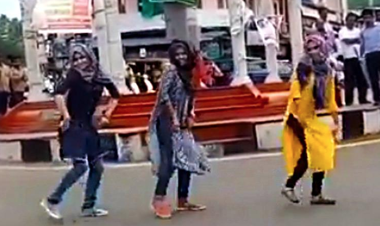 Kerala Muslim Girls Dance In Flash Mob, Fundamentalists -5509