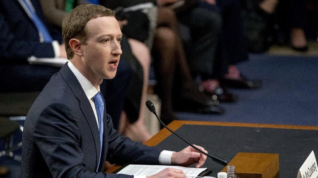 Mark Zuckerberg Asked Facebook Execs to Stop Using iPhones: Report
