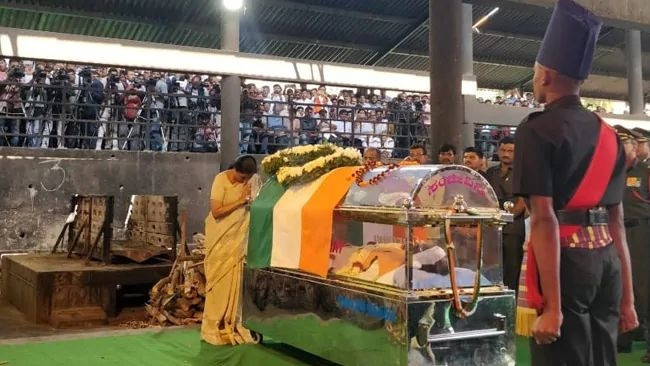 QBengaluru: Ananth Kumar Cremated; Reddy Bail Plea Reserved & More