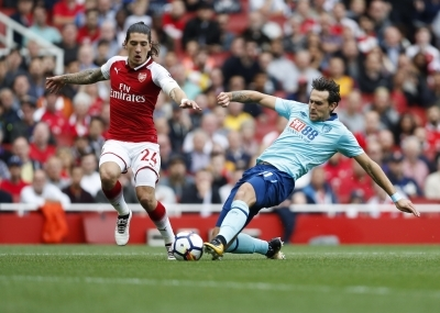 Arsenal's Bellerin to miss rest of season with knee injury