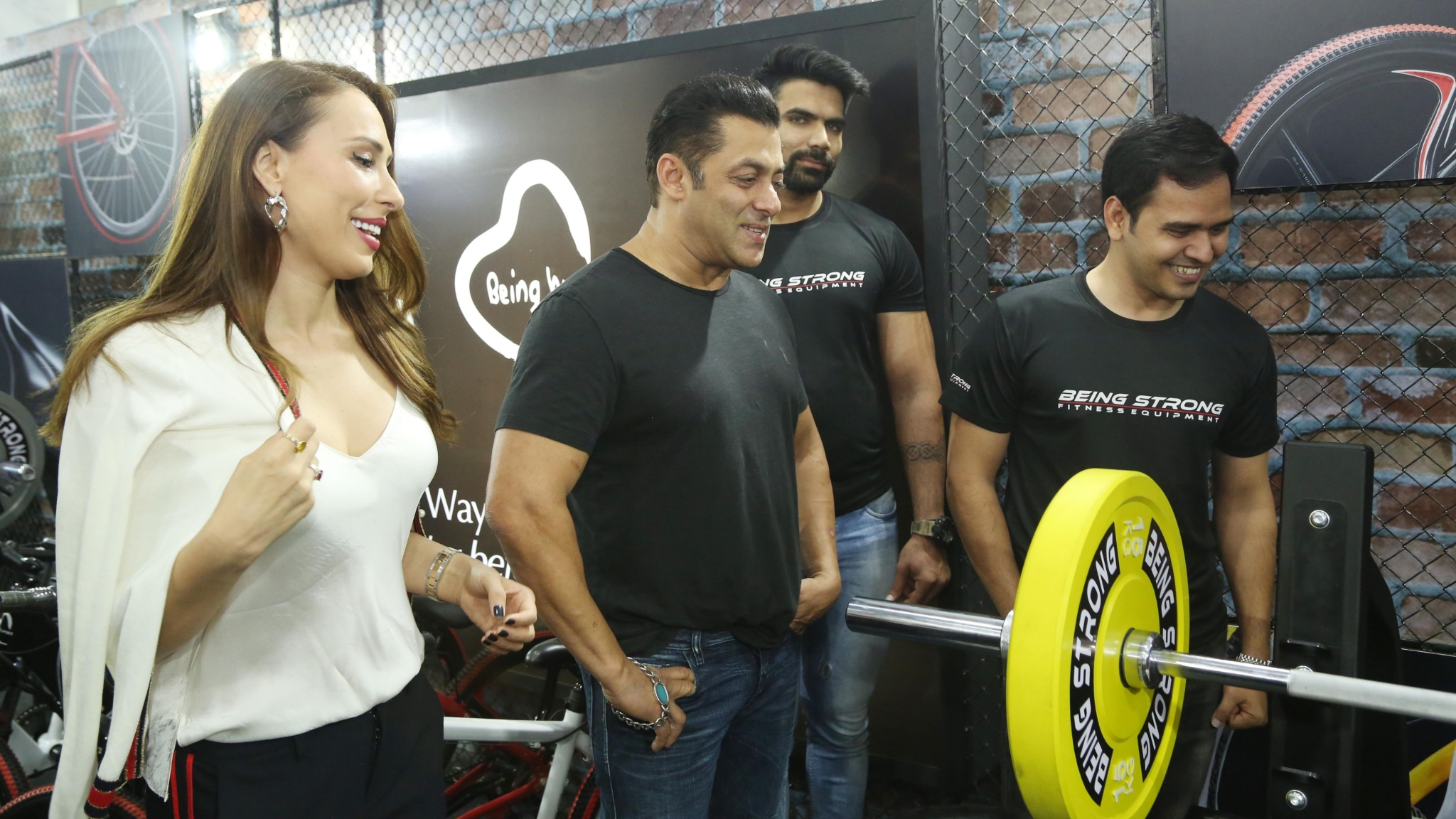 Salman Khan, Iulia Vantur Flex Their Muscles at the Gym In Mumbai