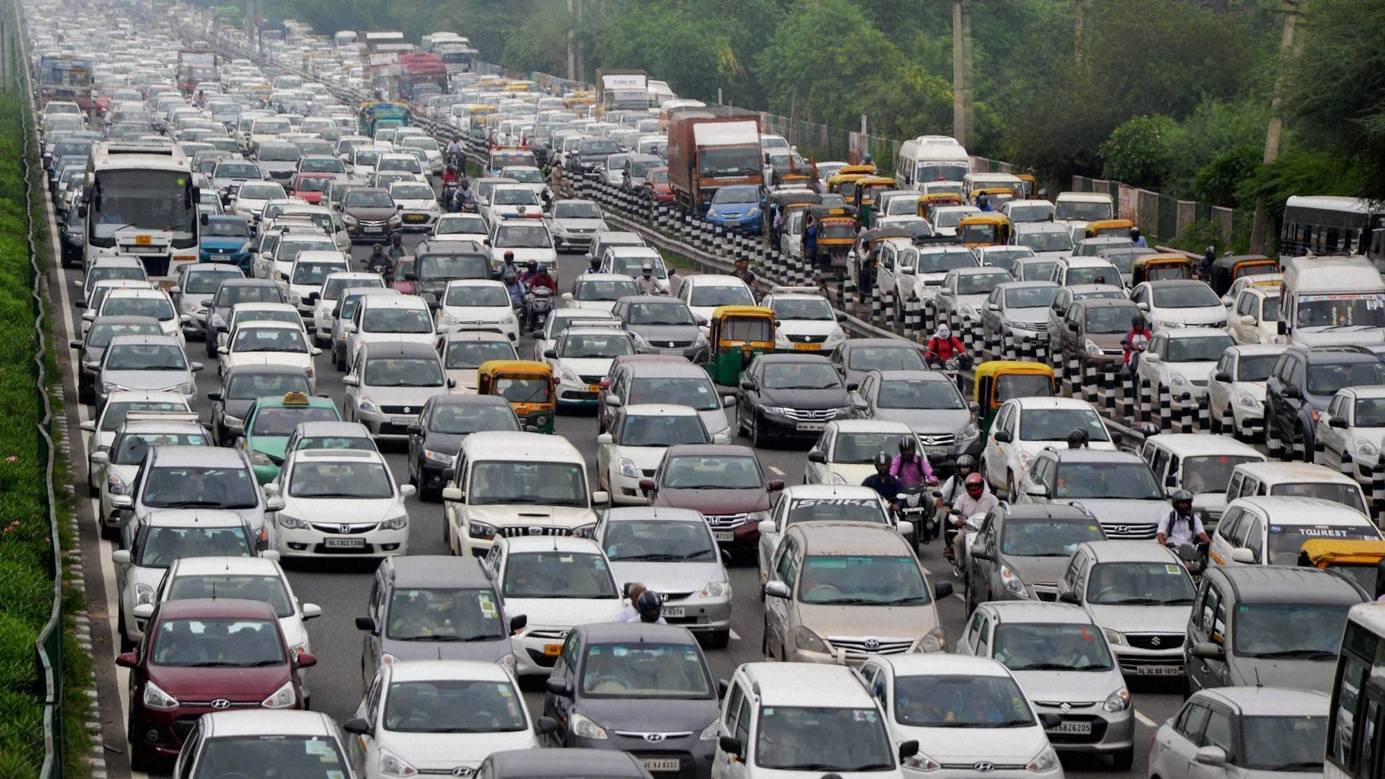Delhi Traffic Rerouted for R-Day Rehearsals: All You Need to Know