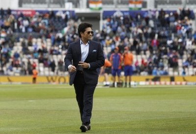 Sachin celebrates 'special day' at golf course