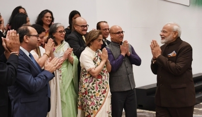 Modi meets Kashmiri Pandits, Sikhs, Dawoodi Bohras in Houston