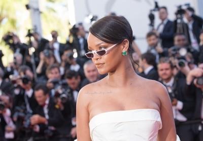Rihanna's fans furious after Chris Brown flirts with her