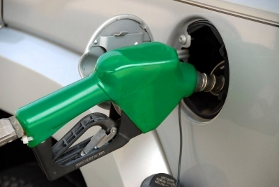 'Petrol, diesel prices may shoot up by Rs 5-6 a litre'