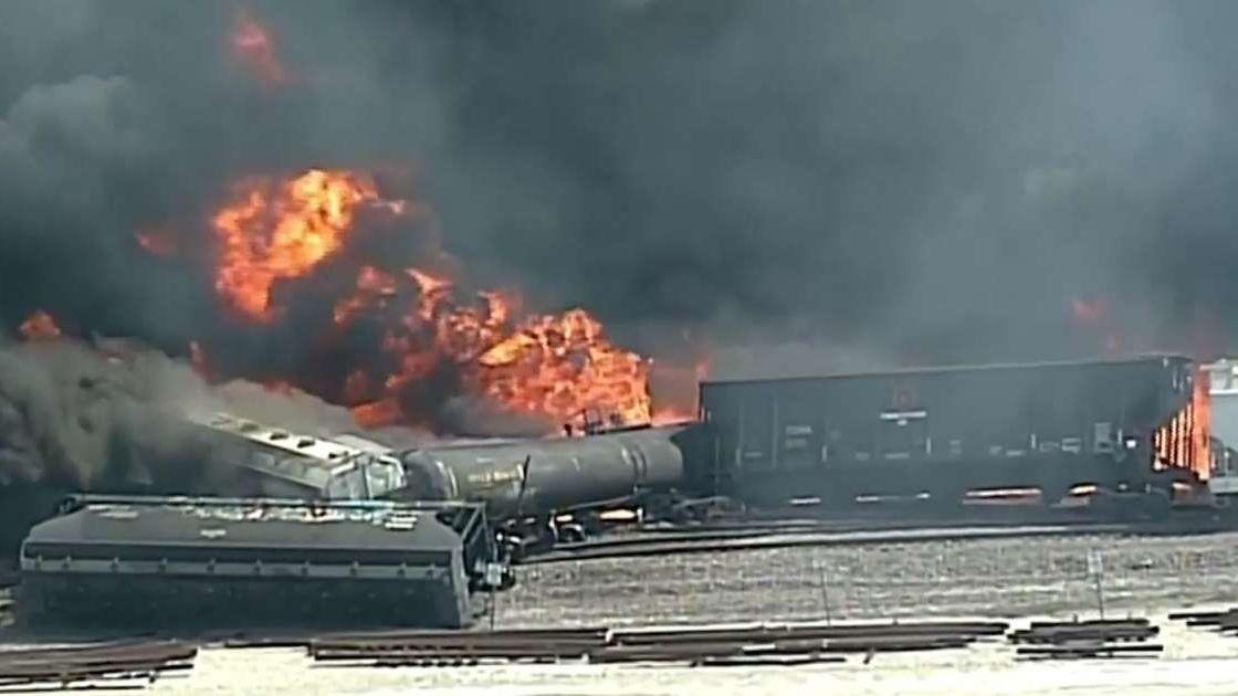 Train Derailment Forces Evacuation of Schools in Illinois, US