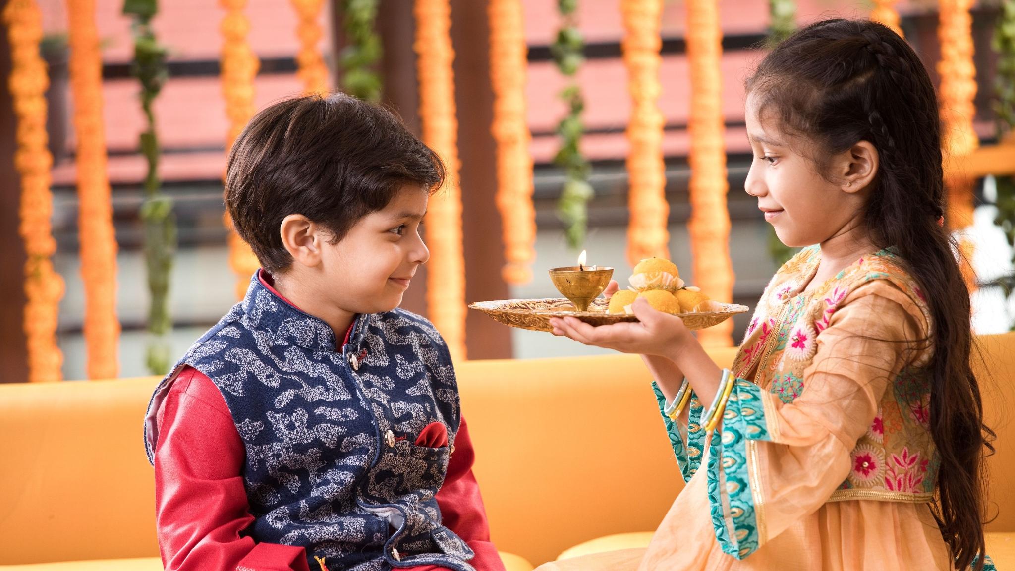 Bhai Dooj 2019: Know Puja, Tikka Time & How Is It Celebrated