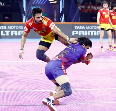 Dabang Delhi beat Gujarat Fortunegiants 34-30