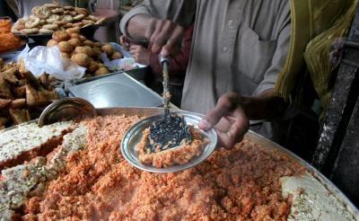 UK envoy to Pakistan cooks 'gajar ka halwa'