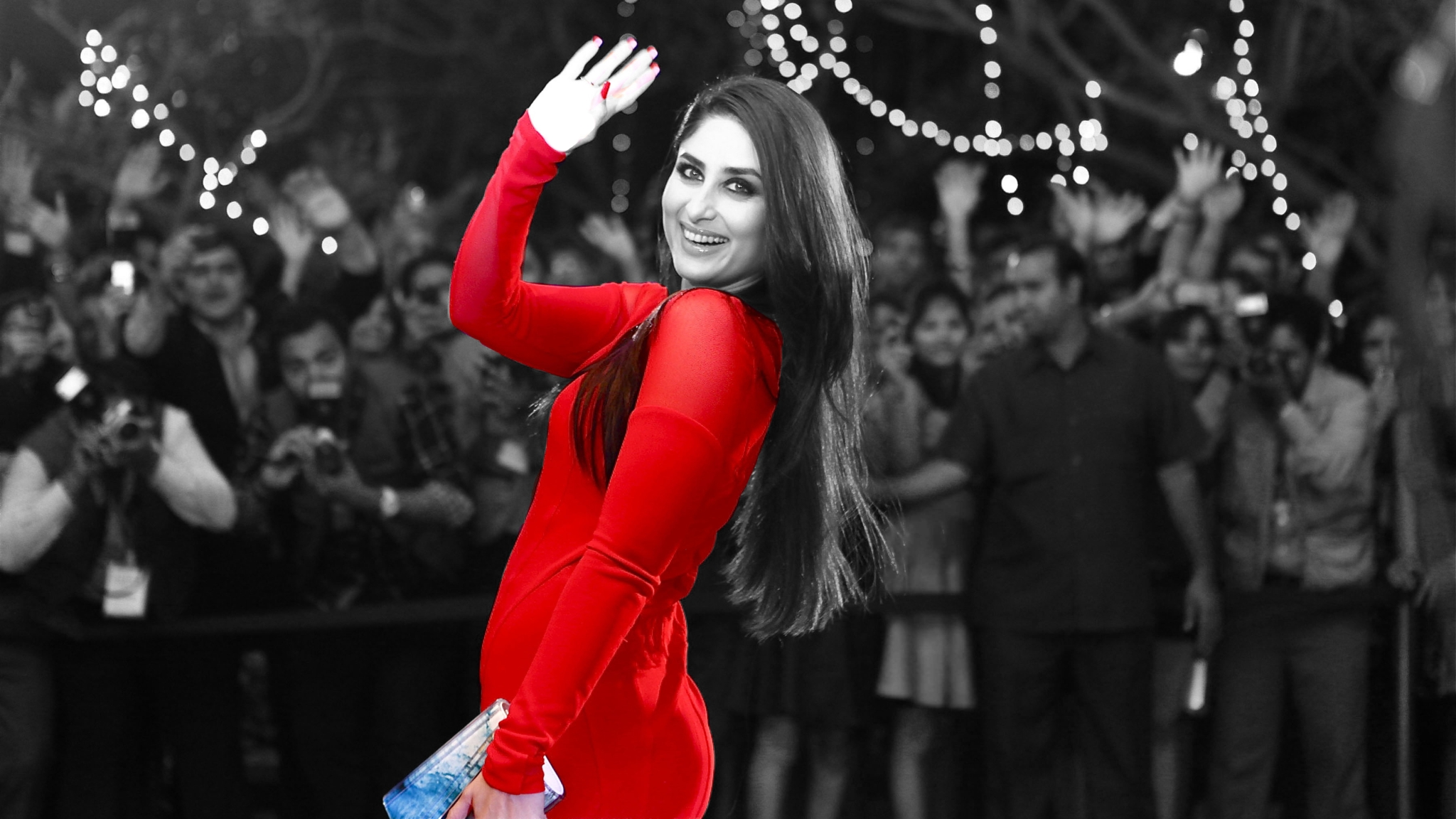 Signs You're as Obsessed with Taking Photos as Kareena Kapoor