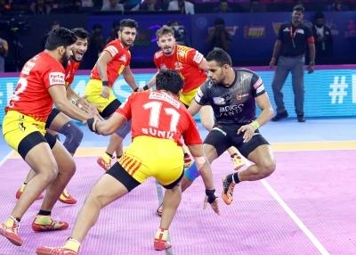 All-round U Mumba beat Gujarat Fortunegiants 31-25