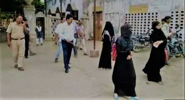 UP College Denies Entry to Girls, Says 'Only Grey Burqas Allowed'