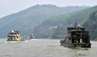 Vietnam asks Chinese ships to leave territorial waters