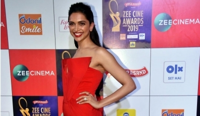Love you champ, says 'talented and beautiful' Deepika to Sindhu