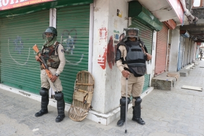 Army's Northern Commander reviews security in J&K
