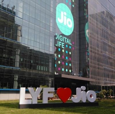 Jio tops download, Vodafone upload speed in August: TRAI