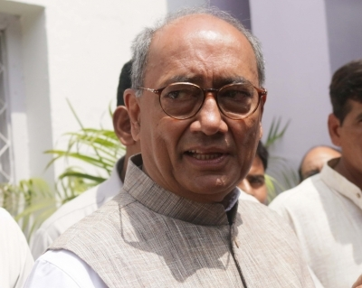 Posters seeking ban on Digvijaya's entry to temples in MP
