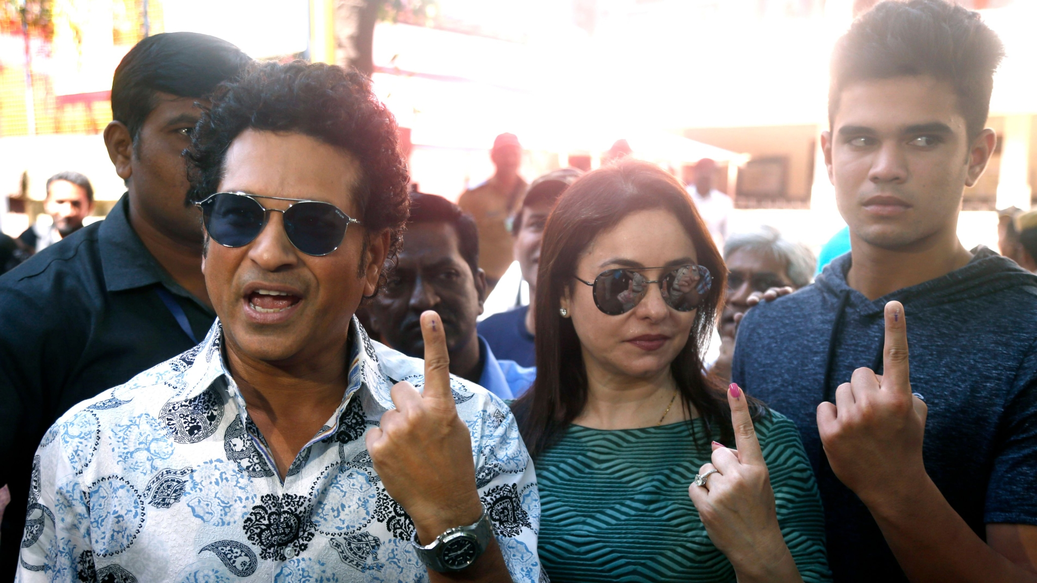 Tendulkar Votes & Urges People to Vote For a 'Better Tomorrow'
