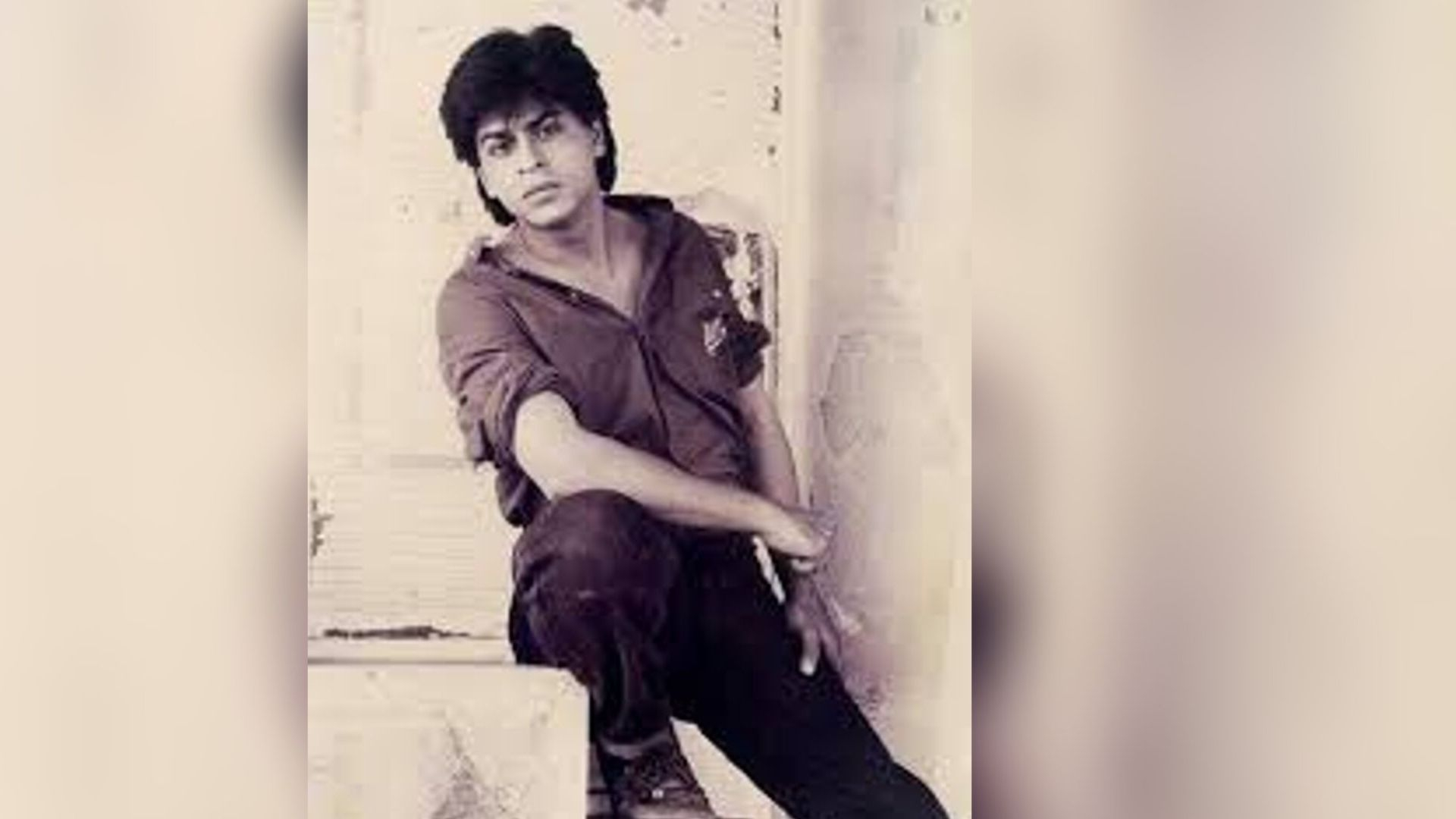 SRK Introduces Kumar Sanu in This Throwback Video From His TV Days