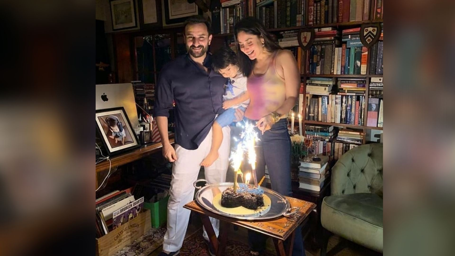 Kareena and Saif Celebrate Their 7th Anniversary With Family