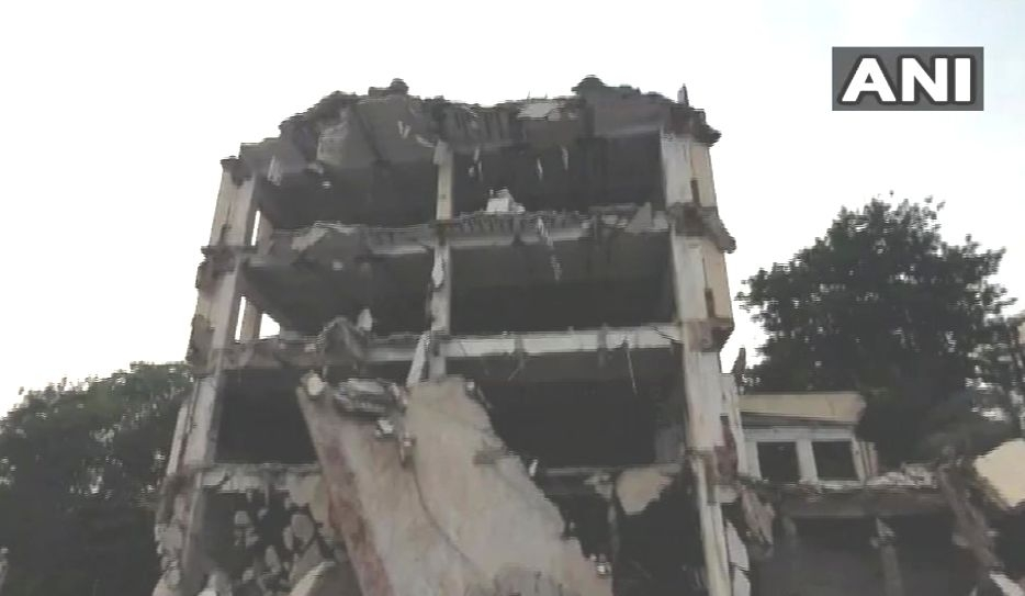 1 Labourer Dead as Building Being Demolished Collapses in Vadodra