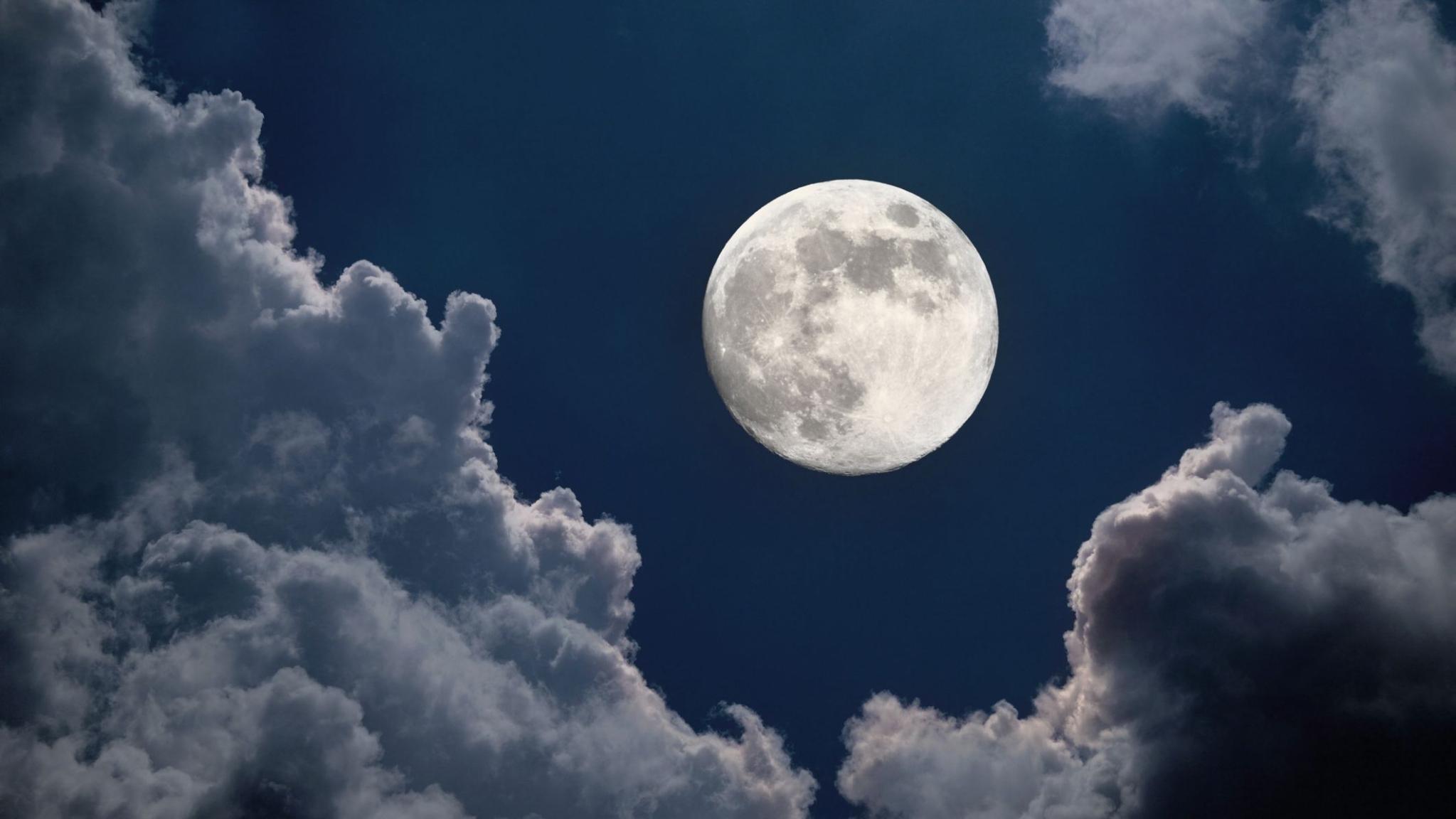 Moonrise in delhi today
