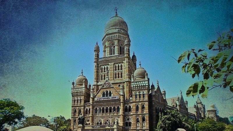 QMumbai: IT Raids on Mumbai Civic Contractors; Sailor Shoots Self