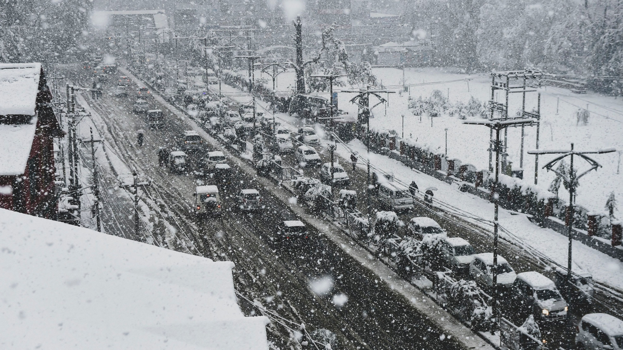 J&K Highway Closed for 2nd Consecutive Day, 4000 Vehicles Stranded
