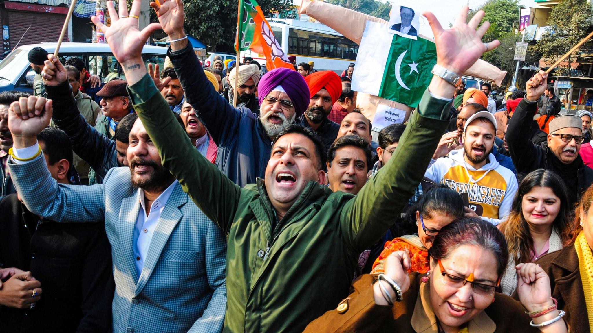 Image result for पाकिस्तान में ननकाना साहिब गुरुद्वारा पर हुए हमले के बाद भारत में विरोध प्रदर्शन का दौर लगातार जारी है।