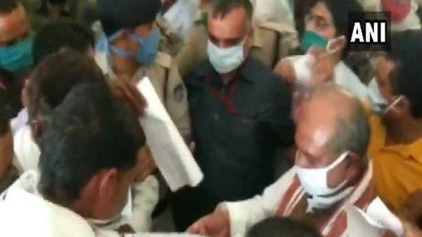 Social Distancing Ignored at MP Event Attended by Union Minister