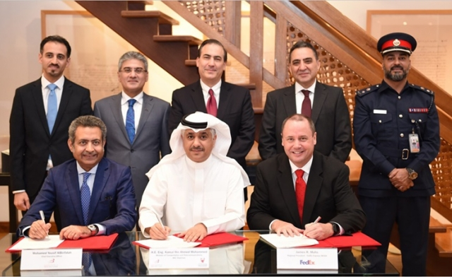 Minister of Transportation and Telecommunications and Bahrain Airport Company (BAC) Chairman Eng. Kamal bin Ahmed Mohammed, BAC Chief Executive Officer Mohamed Yousif Al Binfalah, and President of the FedEx Express Middle East, Indian Subcontinent and Africa (MEISA) region James R. Muhs signed the Letter of Intent.