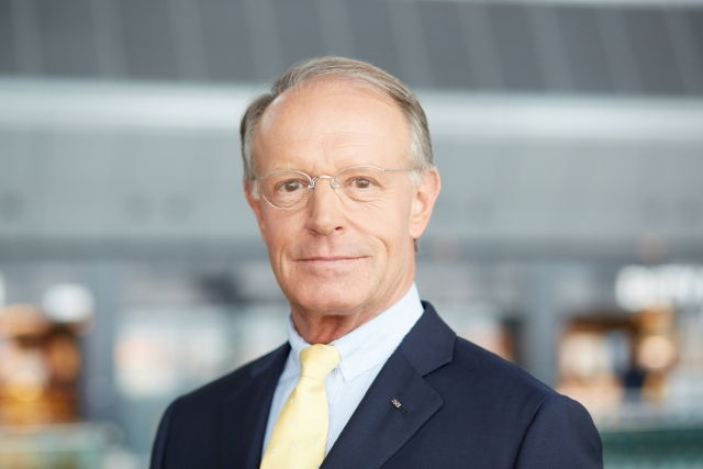 Thomas E. Kern currently chairs Panalpina's independent board of directors.