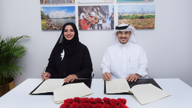 The agreement was signed by Sheikh Majid Al Mualla, Divisional Senior Vice President of Commercial Operations Centre at Emirates, and H.E. Dr Aisha Bint Butti Bin Bishr, General Director of Smart Dubai.