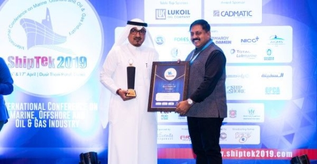 Hisham Al-Nughaimish, Vice President - Commercial & Operations, Bahri Oil, receiving the award on behalf of Bahri