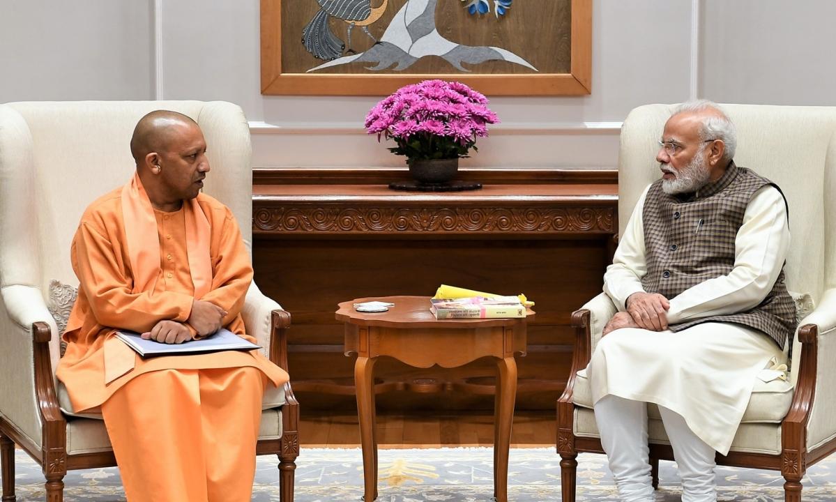 पीएम मोदी कानपुर पहुंचे, मुख्यमंत्री योगी ने किया स्वागत