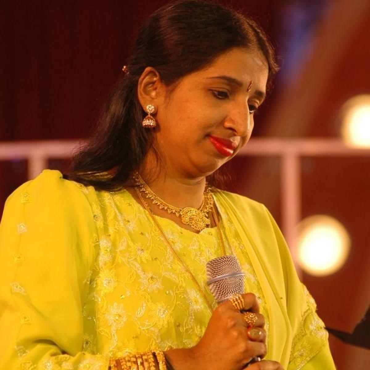"""""""சொர்ணலதாவின் அமைதிக்கான காரணம்...  யாருக்குமே புரியாத புதிர்!''   #SwarnalathaMemories"""