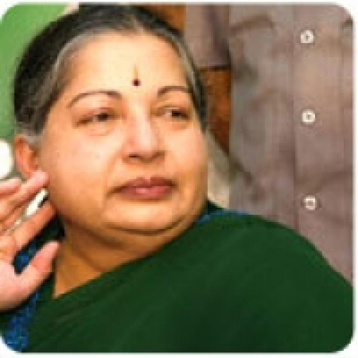 அரசு ஊழியர்களுக்கு 8% அகவிலைப்படி உயர்வு: ஜெயலலிதா  அறிவிப்பு
