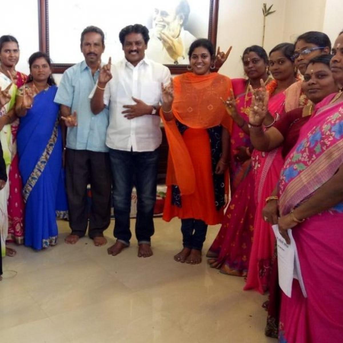 'கிராமங்களில் பெண் நிர்வாகிகள் நியமனம்!' -கட்டமைப்புகளைப் பலப்படுத்தும் ரஜினி மக்கள் மன்றம்