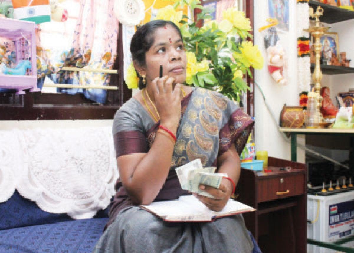 ஹோம் பட்ஜெட் :மாத கடைசியில் பணப் பற்றாக்குறை... எளிதாகச் சமாளிக்க 8 வழிகள்!