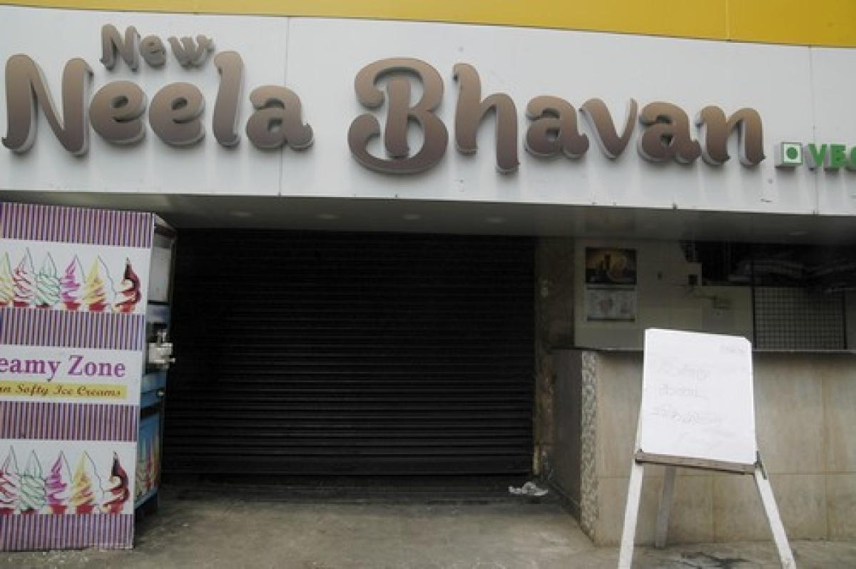 சென்னை நீலா பவன் ஓட்டல் கிணற்றில் விஷவாயு தாக்கி 2 பேர் பலி (படங்கள்)