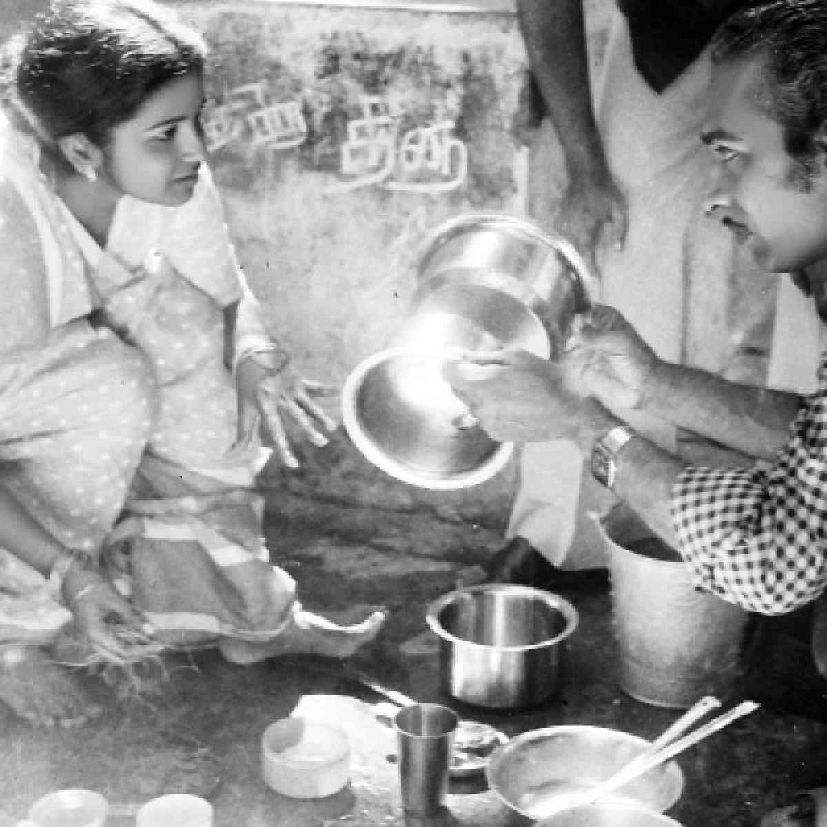 """""""குழந்தை மாதிரி நடிப்பு சொல்லிக்கொடுப்பார்! - ராதிகா"""
