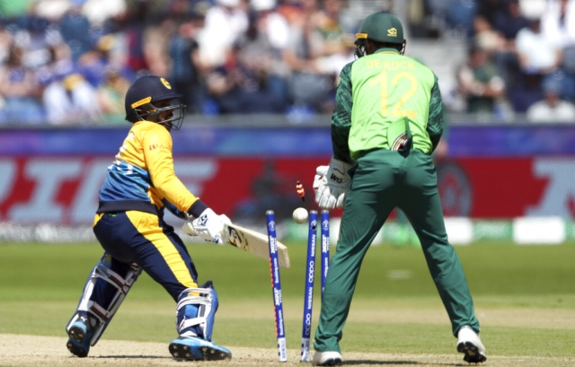Dhananjaya de Silva, is bowled by Duminy.