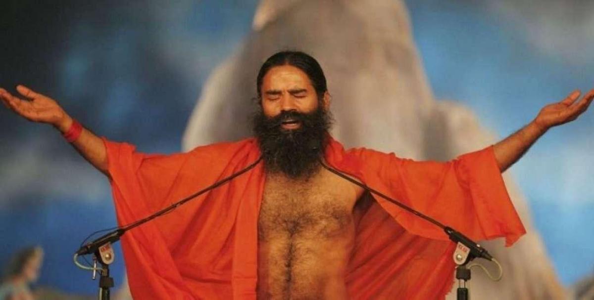 பாய்ச்சல் காட்டிய பாபா ராம்தேவின் 'பதஞ்சலி' படுத்தது எப்படி?