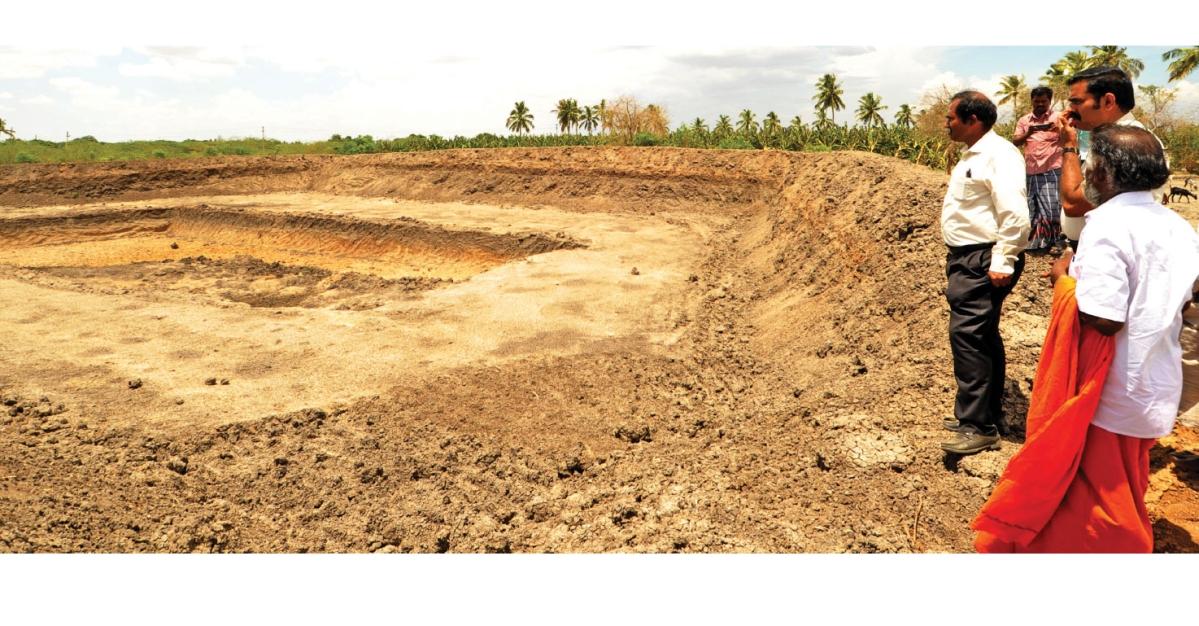 சீரமைக்கப்பட்ட தஞ்சாகூர் கண்மாயைப் பார்வையிடும் மாவட்ட ஆட்சியர்