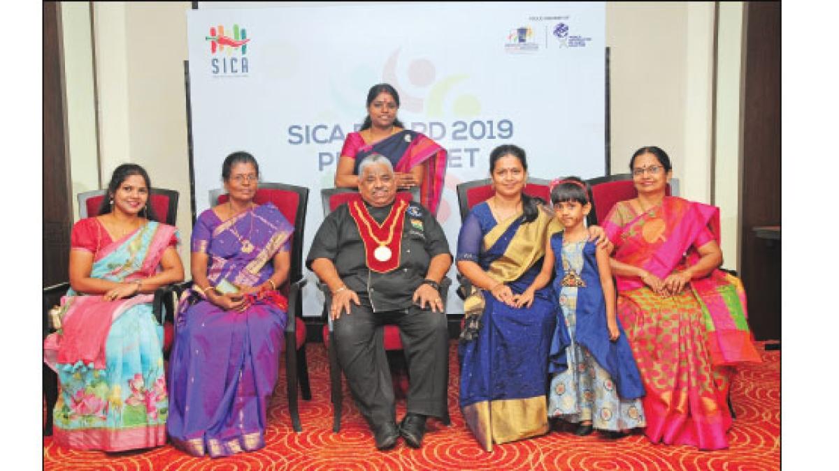 அவள் விகடன் சமையற்கலைஞர்களுடன்  டாக்டர் செஃப் தாமு